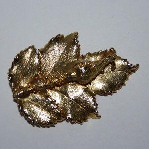 Beautiful vintage gold leaf brooch
